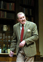'NO MAN'S LAND' (Pinter)~Corin Redgrave (Hirst)~Lyttelton Theatre/Royal National Theatre, London SE1               06/12/2001