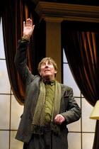 'NO MAN'S LAND' (Pinter)~John Wood (Spooner)~Lyttelton Theatre/Royal National Theatre, London SE1               06/12/2001