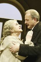 'THE OLD MASTERS' (Simon Gray - director: Harold Pinter) Barbara Jefford (Mary Berenson), Peter Bowles (Joseph Duveen) Comedy Theatre / London SW1              01/07/2004