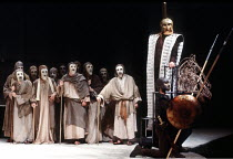 right: Agamemnon with male chorus in THE ORESTEIA by Aeschylus at the Olivier Theatre, National Theatre (NT), London SE1 28/11/1981 ~in a version by Tony Harrison  design: Jocelyn Herbert assisted by...