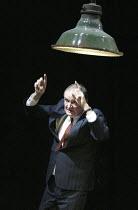 'THE PILLOWMAN' (Martin McDonagh - director: John Crowley)~Jim Broadbent (Tupolski)~Cottesloe Theatre / National Theatre, London SE1        13/11/2003