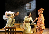 'A RAISIN IN THE SUN' (Hansberry) l-r: Lennie James (Walter Lee Younger), Cecilia Noble (Ruth Younger), Kananu Kirimi (Beneatha Younger)      Young Vic Theatre, London SE1   04/06/2001