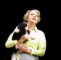 'STAR QUALITY' (Coward)~Penelope Keith (Lorraine Barrie) with Jasper as 'Bothwell'~Apollo Theatre, London W1                      29/10/2001