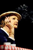 'STAR QUALITY' (Coward)~Penelope Keith (Lorraine Barrie)~Apollo Theatre, London W1                      29/10/2001