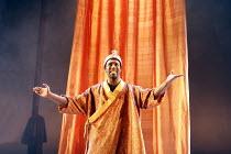 TAMBURLAINE   by Christopher Marlowe   director: David Farr,Vinta Morgan (Mycetes),Bristol Old Vic / Young Vic / BITE:05 ^Young Genius^ co-production / Barbican Theatre, London EC2   09/11/2005,