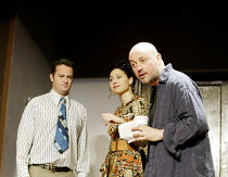 'SEXUAL PERVERSITY IN CHICAGO' (Mamet - director: Lindsay Posner)~l-r: Matthew Perry (Danny), Minnie Driver (Joan), Lindsay Posner (Director)~Comedy Theatre, London SW1                14/05/2003