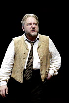 'UNCLE VANYA' (Friel/after Chekhov - directed by Sam Mendes)~Simon Russell Beale (Vanya)~Donmar Warehouse. London WC2          17/09/2002