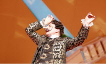 THE GONDOLIERS   music: Arthur Sullivan   libretto: W S Gilbert   conductor: Richard Balcombe   director: Martin Duncan <br>,Henry Goodman (The Duke of Plaza-Toro),English National Opera / London Coli...