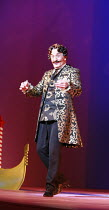 THE GONDOLIERS   music: Arthur Sullivan   libretto: W S Gilbert   ,conductor: Richard Balcombe   director: Martin Duncan <br>,Henry Goodman (The Duke of Plaza-Toro),English National Opera / London Col...