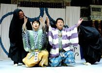 THE KYOGEN OF ERRORS based on Shakespeare's 'The Comedy of Errors',l-r: Mansai Nomura (Dromio), Tanro Ishida (Antipholus),The Nomura Mansaku Company/Shakespeare's Globe, London SE1  18/07/2001,