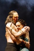 'ANTONY AND CLEOPATRA' (Shakespeare) Stuart Wilson (Antony), Sin�ad Cusack (Cleopatra) RSC/Royal Shakespeare Theatre, Stratford-upon-Avon         23/04/2002