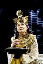 'ANTONY AND CLEOPATRA' (Shakespeare)~Sinad Cusack (Cleopatra)~RSC/Royal Shakespeare Theatre, Stratford-upon-Avon         23/04/2002
