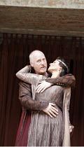 ANTONY AND CLEOPATRA   by Shakespeare   ,director/^Master of Play^: Dominic Dromgoole,I/i - l-r: Nicholas Jones (Mark Antony), Frances Barber (Cleopatra),Shakespeare's Globe, Bankside, London SE1    0...