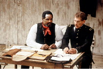 'OTHELLO' (Shakespeare - director: Trevor Nunn)~l-r: Willard White (Othello), Ian McKellen (Iago)~Royal Shakespeare Company / The Other Place   Stratford-upon-Avon  1989
