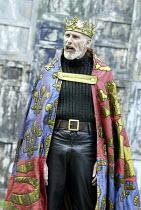 'HENRY IV/i ' (Shakespeare - director: Alan Strachan)~Christopher Godwin (King Henry)~Open Air Theatre / Regent's Park, London                    07/06/2004