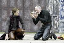 'HENRY IV/i ' (Shakespeare - director: Alan Strachan)~l-r: Jordan Frieda (Prince Hal), Christopher Godwin (King Henry)~Open Air Theatre / Regent's Park, London                    07/06/2004