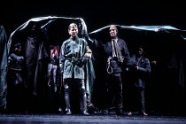 HENRY V   by Shakespeare   design: Bob Crowley   lighting: Robert Bryan   director: Adrian Noble  ~Henry with troops on the battlefield: Kenneth Branagh (Henry V)~RSC / Barbican Theatre, London   10/0...