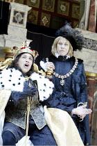 RICHARD III  by Shakespeare  design: Jenny Tiramani  director: Barry Kyle    l-r: Kathryn Hunter (Richard III), Amanda Harris (Duke of Buckingham)  all female company / Season of Regime Change  Shak...