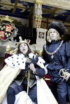 RICHARD III  by Shakespeare  design: Jenny Tiramani  director: Barry Kyle    l-r: Kathryn Hunter (Richard III), Amanda Harris (Duke of Buckingham)  all female company / Season of Regime Change   Sha...