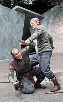 'CYMBELINE' (Shakespeare - director: Rachel Kavanaugh),V/ii - l-r: Simon Day (Iachimo), Daniel Flynn (Posthumus),Open Air Theatre / Regent's Park, London                    10/06/2005           ,