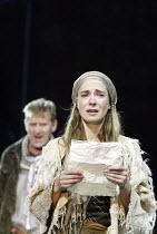 'CYMBELINE' (Shakespeare - director: Michael Bogdanov)~Nia Roberts (Imogen) with Bill Bellamy (Pisanio)~Ludlow Castle / England    26/06/2004
