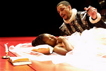 'CYMBELINE' (Shakespeare)~Erica N. Tazel (Imogen), Harry Lennix (Iachimo)~Theatre for a New Audience/The Other Place, Stratford-upon-Avon   22/11/2001