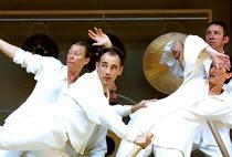 CYMBELINE  by Shakespeare  design: Jenny Tiramani  director: Mike Alfreds <br>~battle scene - front left: Jane Arnfield, Mark Rylance~Shakespeare's Globe, London SE1  10/07/2001 ~(c) Donald Cooper/Pho...