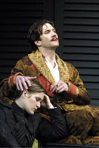 'TWELFTH NIGHT' (Shakespeare),II/iv: Zoe Waites (Viola), Jo Stone-Fewings (Orsino),Royal Shakespeare Company/RST  Stratford-upon-Avon  10/05/2001,