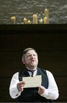 'TWELFTH NIGHT' (Shakespeare -  director: Sam Mendes)~Malvolio reads Olivia's letter: Simon Russell Beale (Malvolio)~Donmar Warehouse, London WC2           22/10/2002