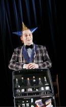 'TWELFTH NIGHT' (Shakespeare - director: Michael Boyd) ~II/iii - Forbes Masson (Feste) ~Royal Shakespeare Company (RSC), Royal Shakespeare Theatre, Stratford-upon-Avon  28/04/2005 ~(c) Donald Cooper/P...