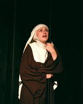 'MEASURE FOR MEASURE' Lise Stevenson (Isabella) Nottingham Playhouse/Edinburgh Festival/Barbican Centre co-production Barbican Theatre 25/05/1998  (c) Donald Cooper/Photostage   photos@photostage....