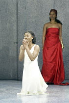 'A MIDSUMMER NIGHT'S DREAM' (Shakespeare - director: Gale Edwards),I/i - l-r: Akiya Henry (Hermia), Noma Dumezweni (Hippolyta),Chichester Festival Theatre / West Sussex, England      20/05/2004,