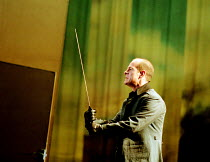 MACBETH by Shakespeare design: Stewart Laing lighting: Mimi Jordan Sherin fights arranger:Terry King director: Tim Albery   V/viii: Colum Convey (Macduff) Royal Shakespeare Company (RSC), Royal Shak...