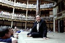 'MACBETH' (Shakespeare - director/Master of Play: Tim Carroll)~Jasper Britton (Macbeth)~Shakespeare's Globe, London SE1             05/2001
