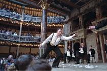 'MACBETH' (Shakespeare - director: Tim Carroll),Jasper Britton (Macbeth),Shakespeare's Globe, London SE1              06/2001,
