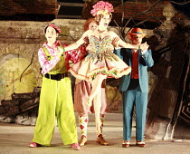 ARIADNE AUF NAXOS   music: Richard Strauss   libretto: Hugo von Hofmannsthal   conductor: Elgar Howarth   director: Martin Duncan <br>  ,l-r: Nicholas Sharratt (Brighella), Andrew Slater (Truffaldino)...