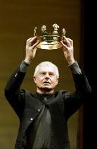 'THE HOLLOW CROWN' (devised/directed by John Barton) Derek Jacobi Royal Shakespeare Theatre, Royal Shakespeare Company (RSC)   Stratford-upon-Avon   16/07/2002