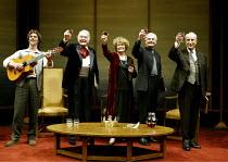 'THE HOLLOW CROWN' (devised/directed by John Barton) l-r: Stephen Gray, Donald Sinden, Janet Suzman, Derek Jacobi, Ian Richardson Royal Shakespeare Theatre / Royal Shakespeare Company (RSC)   Stratf...