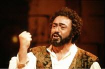 L^ELISIR D^AMORE   by Donizetti   conductor: Marcello Panni   director: John Copley <br>,Luciano Pavarotti (Nemorino)   ,The Royal Opera / Covent Garden   London WC2                   13/03/1990   ,