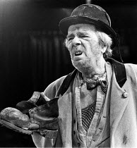 WAITING FOR GODOT   by Beckett   director: Braham Murray <br>,Max Wall (Vladimir)   ,Royal Exchange Theatre, Manchester production   Roundhouse, London NW1  09/06/1981 ,