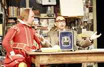 I AM SHAKESPEARE   conceived and written by Mark Rylance   devised by the company   directed by Mark Rylance & Matthew Warchus <br>,l-r: Colin Hurley (William Shakespeare) , Mark Rylance (Frank Charlt...