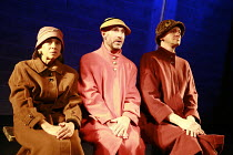 Fragments - COME AND GO   by Samuel Beckett   director: Peter Brook  ~l-r: Kathryn Hunter (Vi), Jos Houben (Flo), Marcello Magni (Ru)~Theatre des Bouffes du Nord / Paris & The Young Vic / London co-pr...