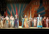 AIDA   by Verdi   conductor: Edward Gardner   design: Zandra Rhodes   director: Jo Davies <br> ,front centre, l-r: Jane Dutton (Amneris), Gwynne Howell (Pharaoh of Egypt), John Hudson (Radames),Englis...