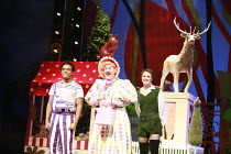 JACK AND THE BEANSTALK   written by Jonathan Harvey   music & lyrics: George Stiles & Anthony Drewe   design: Kenny Miller   director: Giles Havergal ,l-r: Ashley Campbell (Mad Matty), Andy Gray (Dame...