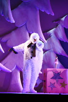THE SNOWMAN   based on the story by Raymond Briggs   ,music & lyrics: Howard Blake   design: Ruari Murchison   director: Bill Alexander <br>,,Birmingham Repertory Theatre production / Sadler's Wells /...