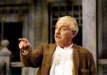 ALL MY SONS   by Arthur Miller   director: Howard Davies <br>,~James Hazeldine (Joe Keller) ~National Theatre (NT), Lyttelton Theatre, London SE1  07/08/2001 ~(c) Donald Cooper/Photostage  photos@phot...