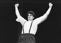 Andreas Katsulas (Pere Ubu) in UBU ROI by Alfred Jarry at The Young Vic, London SE1  18/09/1978  a Centre International de Creations Theatrales (CICT) / Theatre des Bouffes du Nord, Paris / Royal Sha...