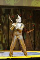 THE WIZARD OF OZ   by L. Frank Baum   music & lyrics: Harold Arlen & E. Y. Harburg   adapted by John Kane for the RSC    design: Michael Vale   lighting: Mike Gunning   choreography: Nick Winston   d...
