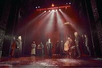 THE MERCHANT OF VENICE   by Shakespeare   set design: Robert Jones   costumes: Sue Willmington   director: Gregory Doran   IV/i - left: Philip Voss (Shylock)   centre: Helen Schlesinger (Portia)   f...