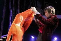 CINDERELLA   written by Ben Power & Melly Still   design: Sofia Clist   director: Melly Still ~~Elizabeth Chan (Cinderella), Daniel Weyman (Prince)   ~Lyric Hammersmith (LTH), London W6        05/12/2...